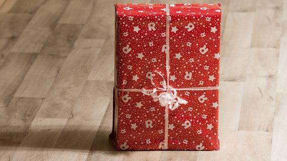 Expecting a Holiday Bonus? What You Need to Know About Your Holiday Gift and Taxes